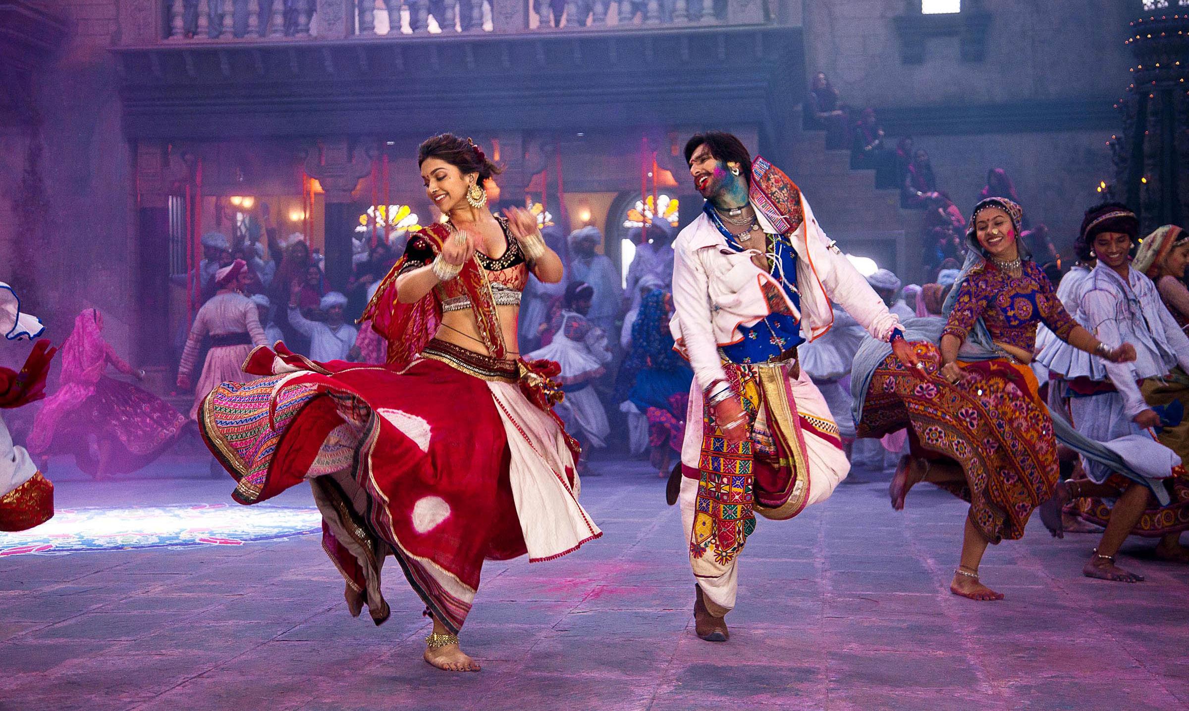 Ranveer Singh and Deepika Padukone, in a still from Bhansali Goliyon ki Rasleela Ram Leela..