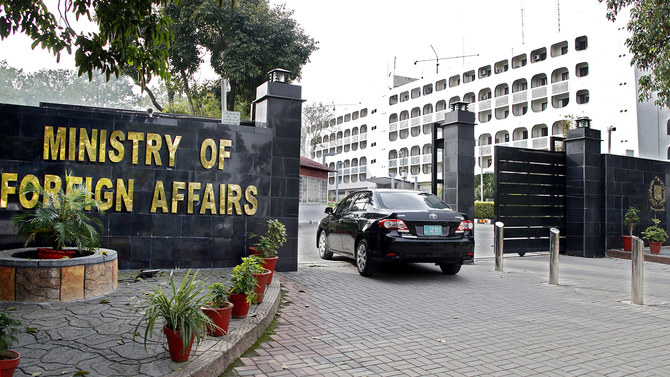 Pakistan's Ministry of Foreign Affairs has convicted the expulsion of the two officials.